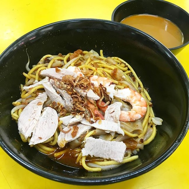 Traditional prawn mee ($3.50) one of th few w th strong authentic taste, good chilli and lots of pork lard.
