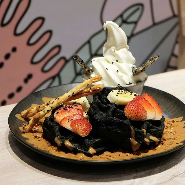 Brought to us by the people behind Sogurt, KARA Café & Dessert Bar offers the best of both worlds with their eclectic menu injected with Thai, Japanese and Western influences as well as their all familiar froyo flavours.