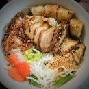 Grilled chicken dry vermicelli.