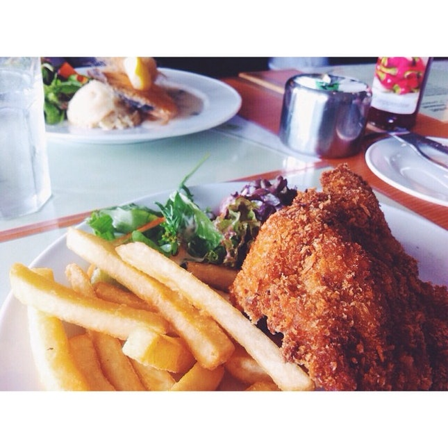 Look at crisp , it's says EAT ME 🍴 #chickencutlet #mains #jackplace #halalversion