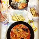 🐔🐔🐔 #instagram #insta #colourlove #ourdinner #monday #sgfood #throwback #catchup #nomnom #burpple #yummy #yummylicious #yummyfood #fulldie #ladiesday #chitchat #chickenup #slurp #korean #again #together
