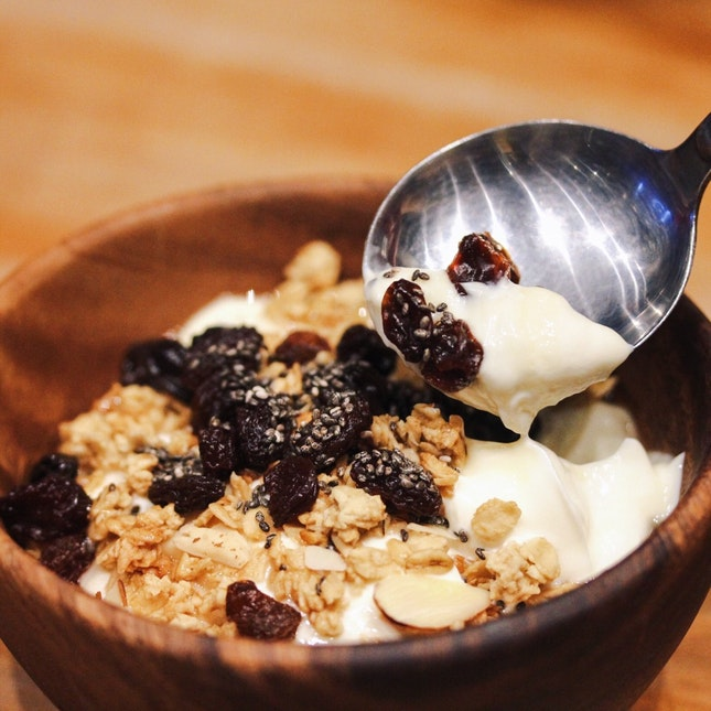 Granola Yoghurt Bowl