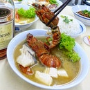 Gorgeous seafood broth awaits you @shunfengcrayfish  Originated from Kuala Selangor in Malaysia, Shunfeng starts being a slow-brewed bone broth which fishermen would then add the seafood they caught at sea to the soup base.