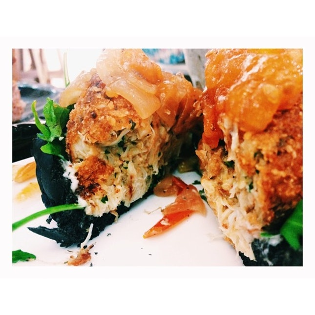 The crab meat burger from Artistry is the best burger I've eaten in my 21 years of existence.