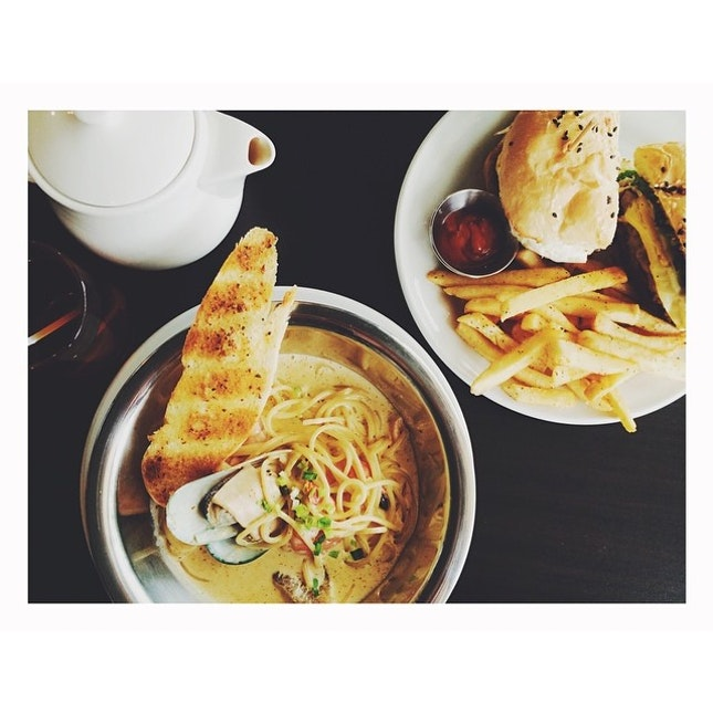 Craving for Late Plate's tom yum pasta so badly :(