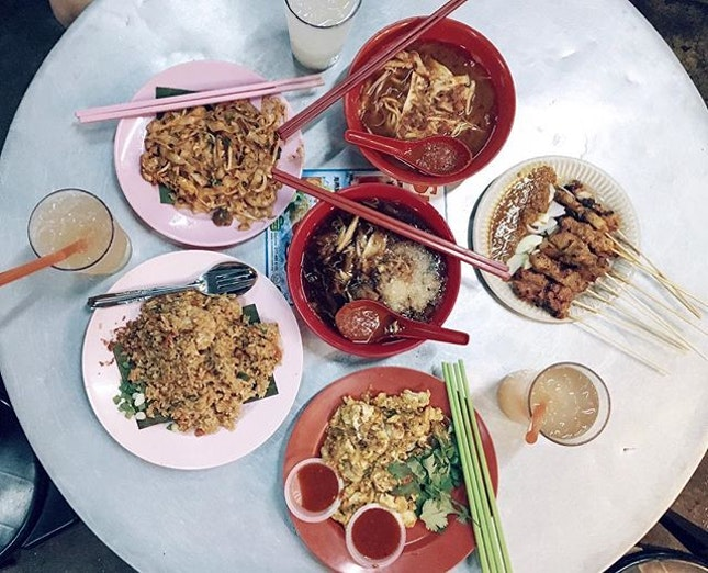 The first food stop after we landed in Penang was at Lebuh Presgrave (三条路) and this entire meal only cost RM50!