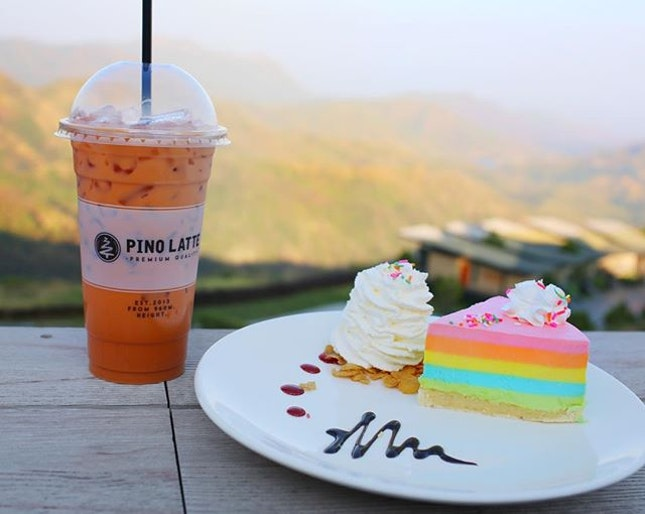 Imagine sipping your Thai milk tea with a rainbow cheesecake surrounded by panoramic view of mountains.
