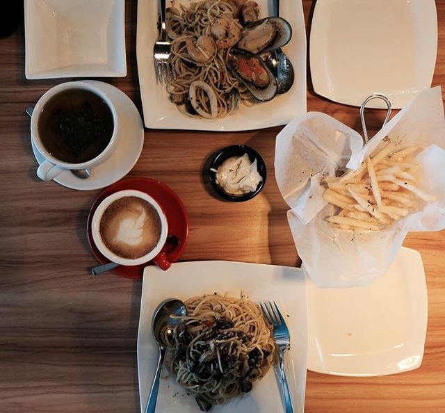 Mushroom and Seafood Aglio Olio and Truffle Fries with coffee and tea~ The larder cafe had the worst lighting ever.