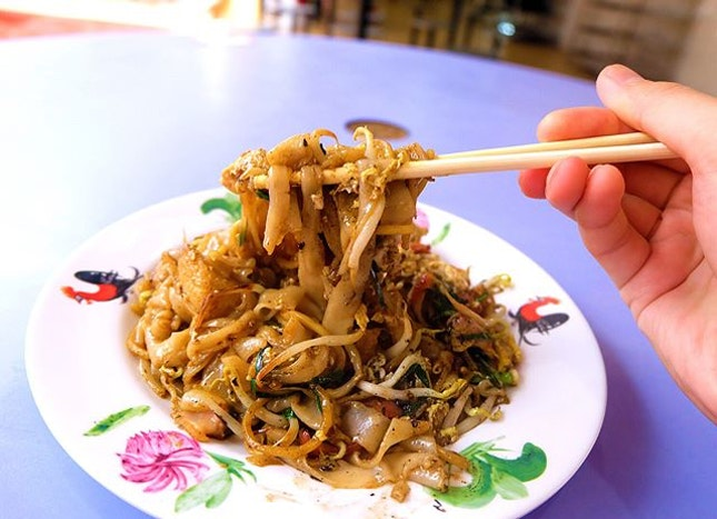 Dong Ji Fried Kway Teow sells really yummy fried kway teow with strong wok hei.