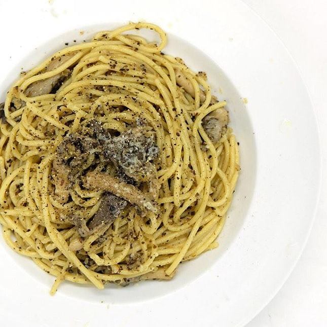 Pasta with sage and parmesan 🌿 ⠀⠀⠀⠀⠀⠀⠀⠀⠀ Ingredients Salt and freshly ground black pepper 1 ounce Spaghetti 2 tablespoons Butter Dried/Fresh Sage leaves 1 cup or more Grated Parmigiano-Reggiano Portobello Mushrooms Breadcrumbs Cooking Directions Cook the Spaghetti in a pot for around 10 minutes to achieve al dente texture.