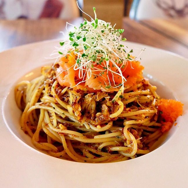 @platform1904 I ordered the Crab Meat Aglio Olio ($17) which consists of crab meat, smoked salmon, flying fish roe.