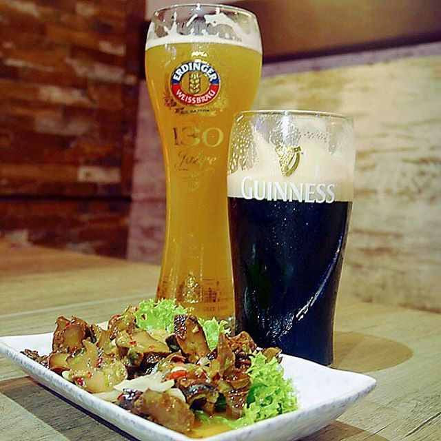 Welcome the long weekend with boozes, best when @tochabistrosg is offering $7.80 for 1 pint of Heineken/Erdinger/Guinness Draft at crazy hour (5pm to 6pm) and $10.80 at happy hour (6pm to 9pm) where normal prices are at $13.80!