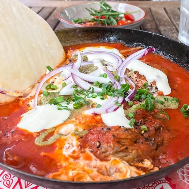 #Shakshouka is a breakfast dish of Tunisian 🇹🇳 origin; Artichoke's rendition consists of baked eggs 🍳, spiced tomato sauce, slow cooked lamb shoulder, green chilli harissa and kewpie yogurt.