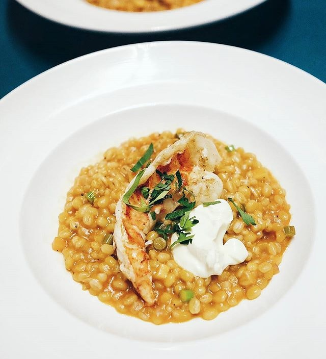 It's rare to find cafes that don't slaughter their lobsters on the grill, much less to find {Lobster Barley Risotto} with plump grains of barley braised in lobster broth in replacement of the usual arborio grains.