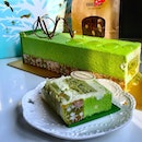 This Christmas, #bakerzin promises a different and highly refreshing version of a Yule tide log in the form of this apple and pistachio log.