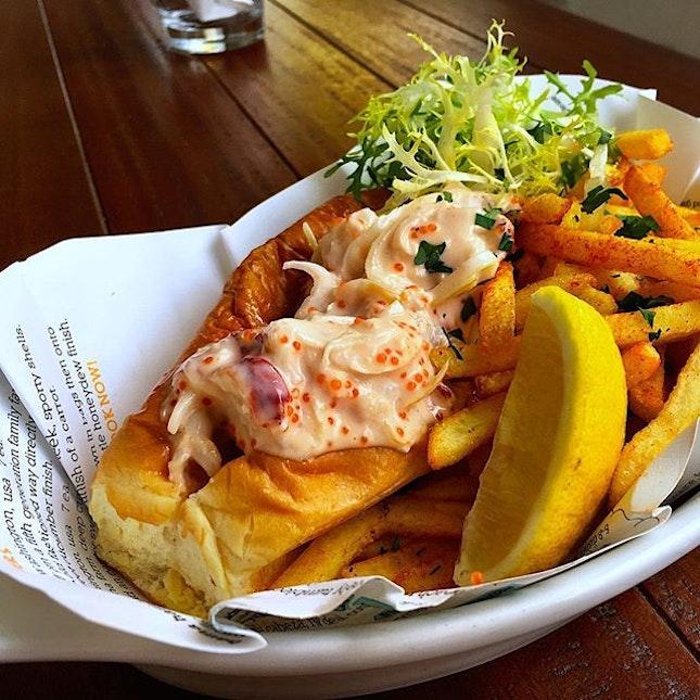 The humpback saga continues with their version of the lobster roll :) #lobster #lobsterroll #humpbacksg #sgfood #sgfood #foodporn #burpple #brunch