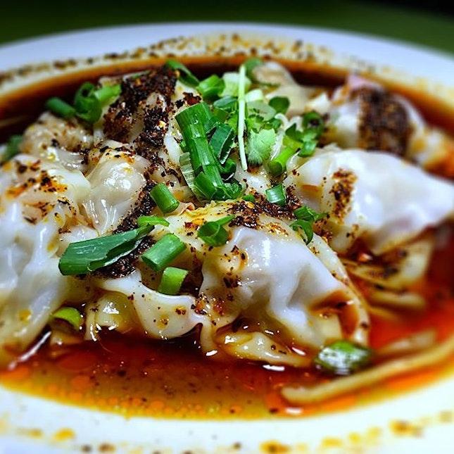 #红油抄手 or as we call it, spicy Szechuan dumplings that is fiery and great value for money as the Kreta Ayer food market at smith street :) #szechuandumplings #shanghaifood #sgfood #foodporn #burpple