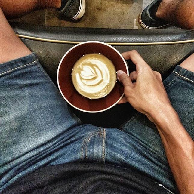 Pretty darn good Bandung Cafe Latte at @joendough before Karaoke sesh later.
