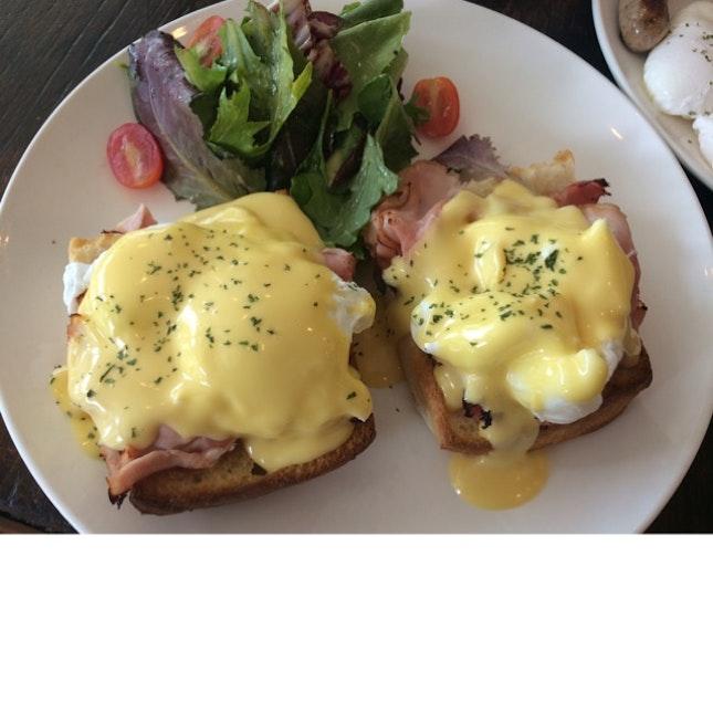 Eggs Benedict Brunch Set