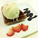 Rum & raisins #icecream #waffle