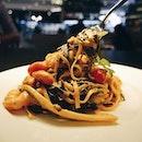 Tagliolini Zebrati con Gambretti e Zucchini ($22), egg and squid ink tagliolini with fresh plump shrimps, zucchini and cherry tomatoes.