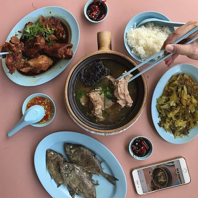 One of our favourite stop for the #BurppleAMKHawkers was this Teochew Bak Kut Teh.