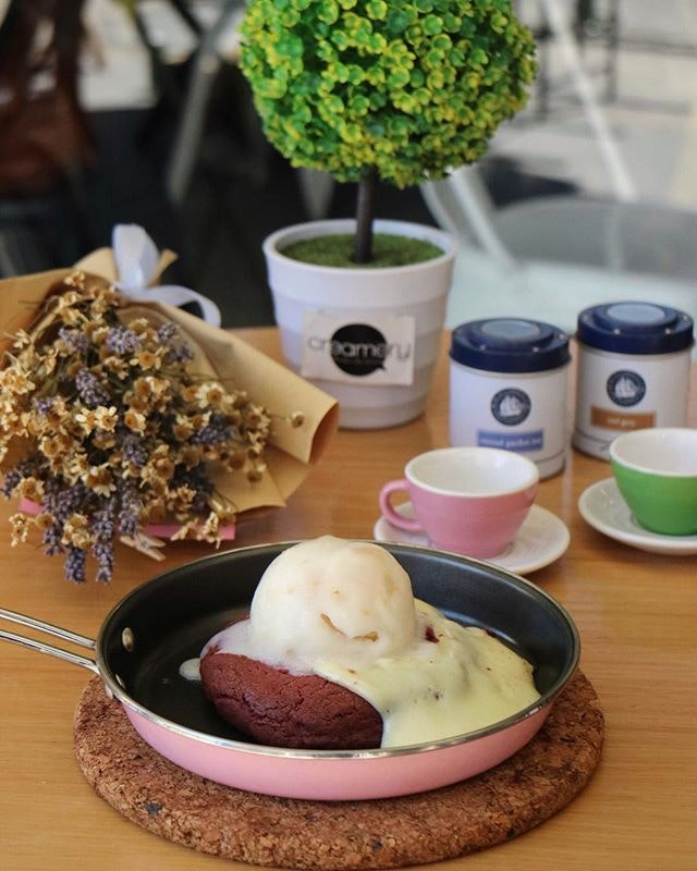 Hail from Bangkok and now expand to Malaysia and Singapore, Creamery serves huge molten cookies along with ice cream that's freshly made in house!