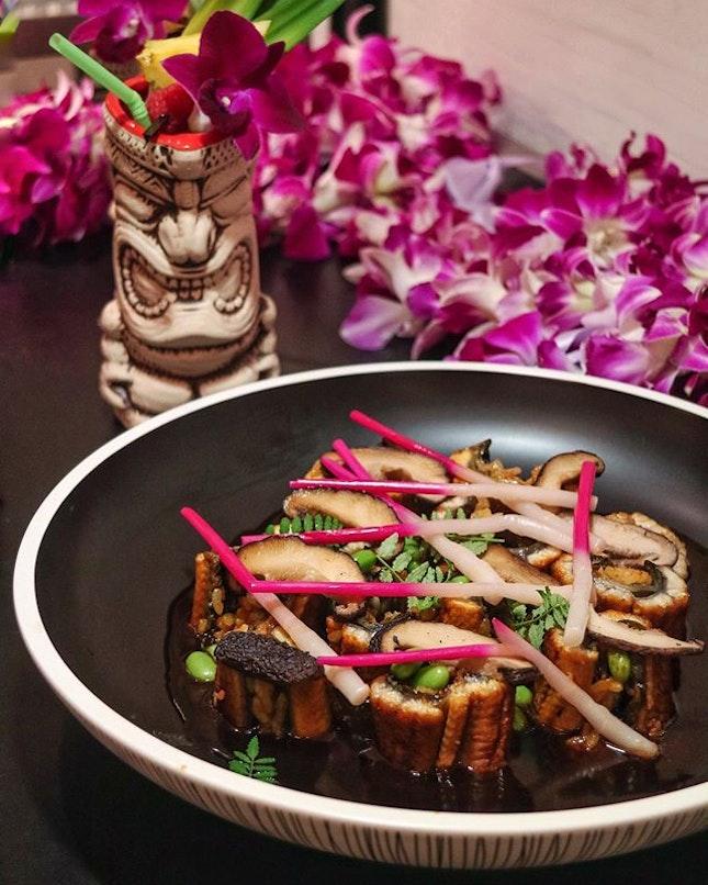 HAWAII LUAU 🌺 Feast on traditional Hawaiian Kalua Pork Belly, Kona crusted Beef Ribs or Grilled Lobsters, while sipping Ko Hana Rum as you sway to songs belt by vocalist Lea Almanza @lwa808 and award-winning Hawaiian musician Jeff Peterson.