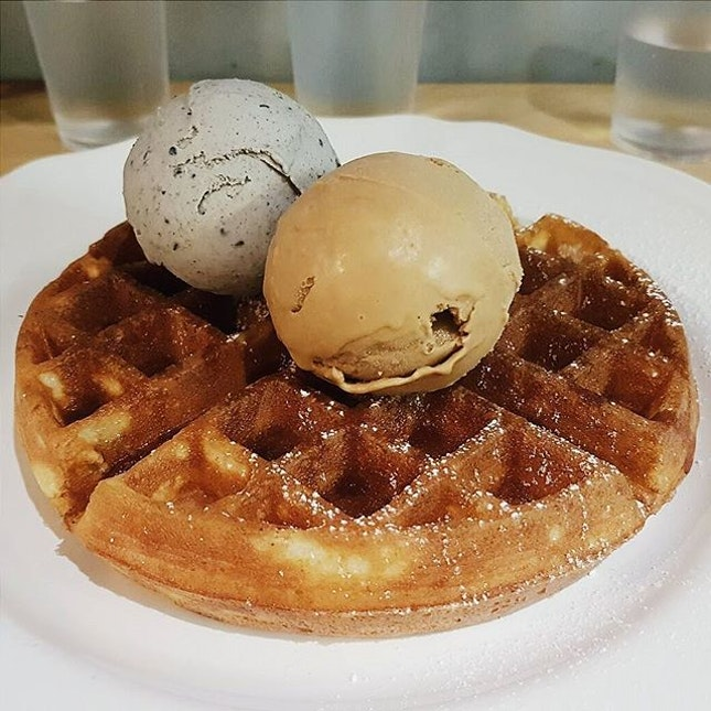 Nothing says 'Friday night' like a night spent sharing stories, laughs, waffles and icecream with the people you love😊  We had the regular Belgium waffle topped with scoops of black sesame and salted caramel icecream.