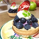 Breakfast🍵 was cake🍰 tart🍮 severed with cheese🍯, blueberries🍇 & mint leaf🍀 ....
