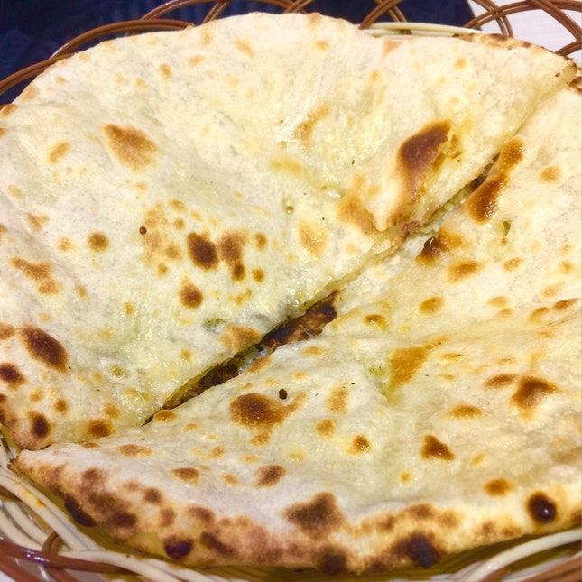 Cheese N Garlic Naan