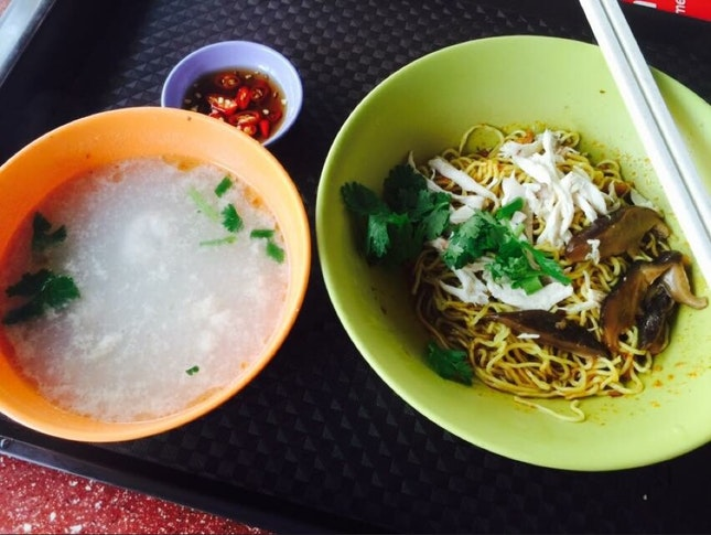 Shredded Chicken Noodle With Fish Dumpling