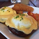 Portobello road @thegoodbatchmy : giant mushroom topped with poached eggs with a side of hash browns...