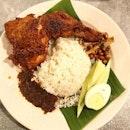 Nasi lemak ayam @alimuthuandahhock , RM10.50.