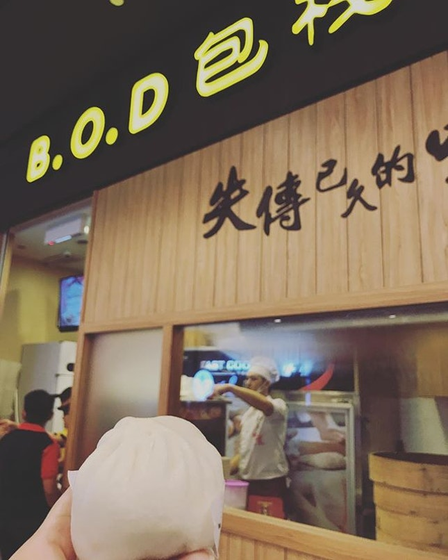 A new stall with long queue.