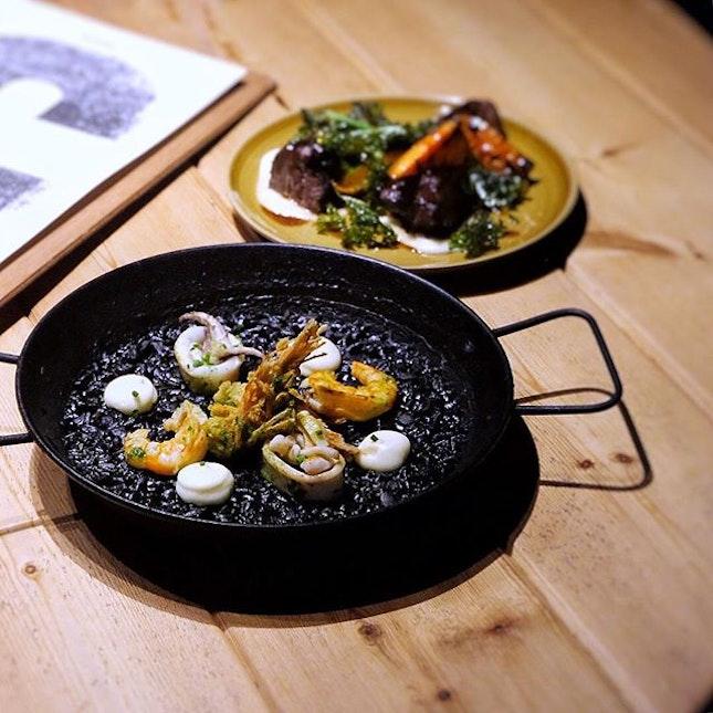 Squid ink paella & grilled Chuleta steak 💯 #focrestaurant #singapore #sgeats #latergram