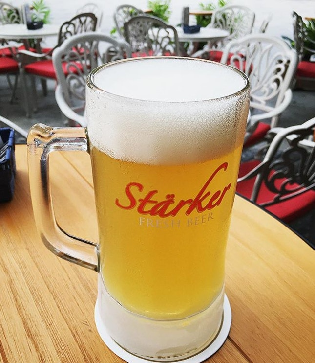 He goes for his haircut 💇🏻♂️I drink my starker beer 🍺  #melfclar #starker #starkerbeer #starkerfreshbeer #justwaiting