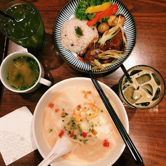 Satisfying my craving for jap food with Mentaiko Seafood Udon, Teriyaki Hamburg and Hojicha Tea Latte.