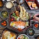 ❤️Easily one of the prettiest bentos around - Rokkaku Bento ($40) with chirashizushi, yakimono, tempura, chanwanmushi, sunomono, side salad, miso soup & dessert jelly at @rakuzensg.