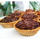 No fuss no muss....just a simple delish tart with smooth creamy choco & salted caramel.