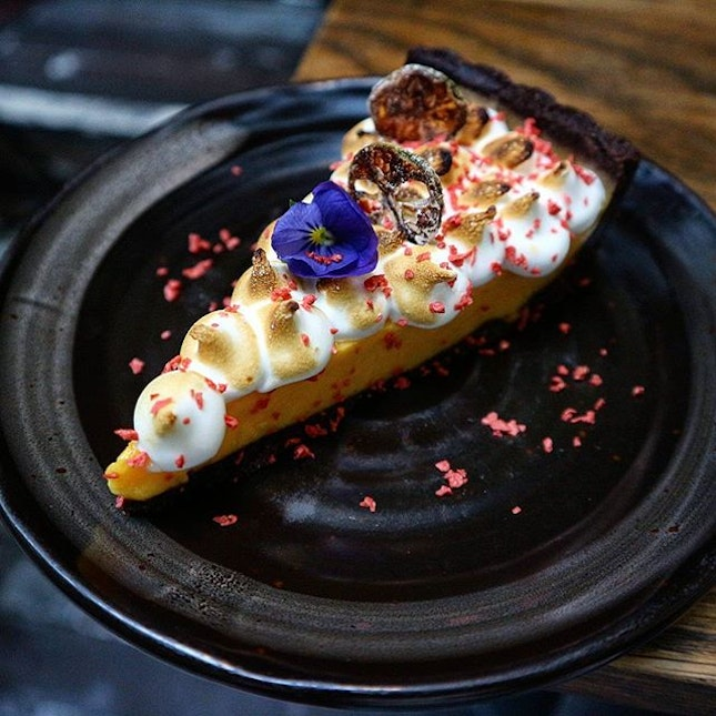 Not only does this calamansi chocolate tart look pretty, it was delish.