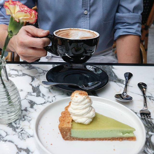Guy, coffee, dessert and a flower made a wonderful combi.