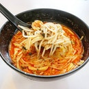 A quick lunchie #inmyhood 🔸️🔸️ A fiery laksa that tasted as good as it looked.