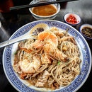 "When the dish is named ""wokhei fried big prawn mee"", what would one expect?"