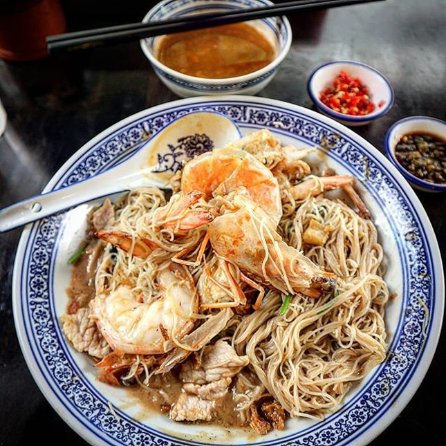 """When the dish is named """"wokhei fried big prawn mee"""", what would one expect?"""
