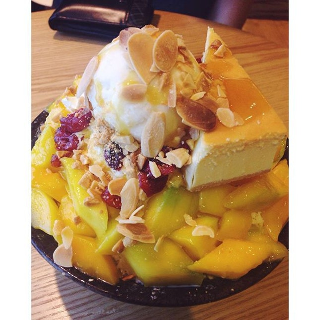 Mango cheesecake bingsu for dinner.