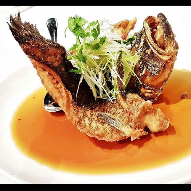 Deep-Fried Soon Hock With Soya Sauce (SGD $12 per 100g) @ Peach Garden Restaurant.