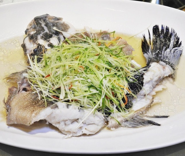 Steamed Marble Goby Fisherman Style (SGD $12.80 per 100g) @ Famous Treasure.