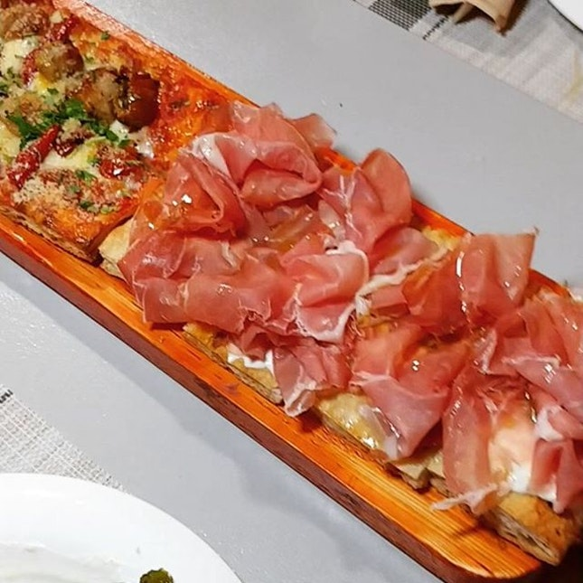 """Meet the fame 1 metre long """"pizza in teglia alla romana"""", a special pizza which is rectangular and extremely trendy in Italy now."""