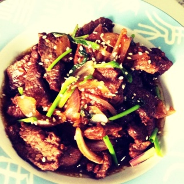 Stir Fried Beef in Ginger and Onion Sauce
